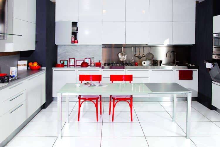 Tavolo per zona living fino a 10 posti tavolo more atim - Tavolo di vetro per soggiorno ...