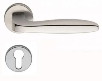 Maniglia per porta Valli & Valli H 1022 serie Ernani con rosetta bocchetta foro yale Cromo lucido / Cromo satinato