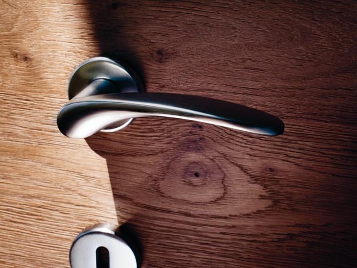 Maniglie di design per porte e finestre tuttoferramenta olivari modello novella - Maniglie moderne per porte interne ...