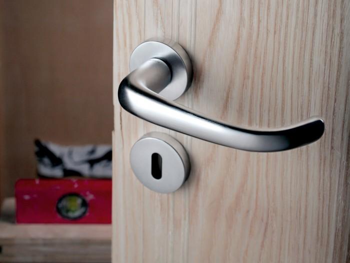 Maniglie di design per porte e finestre olivari modello clinica 140 - Maniglie per finestre olivari ...