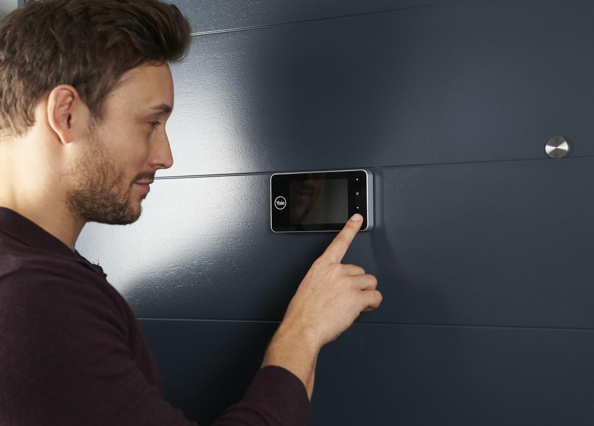 Spioncino digitale yale per porte serie auto imaging for Spioncino elettronico per porte blindate
